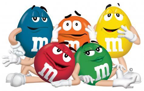 Postacie uosabiające cukierki M&M's.