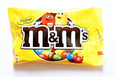 Opakowanie również wchodzi w skład identyfikacji wizualnej marki M&M's.